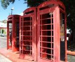 TVLowboard Vintage - Alte rote Telefonzellen ausrangiert